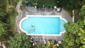 Poolrechner: Was kostet ein Pool für den Garten (GFK, Pool, Edelstahlpool oder weitere Swimmingpools)