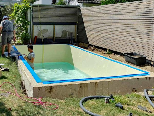Pool Kosten berechnen: Wie teuer ist ein eigener Pool für den Garten und welche Kosten entstehen beim Poolbau, mit Eigenleistung und Spar Tipps